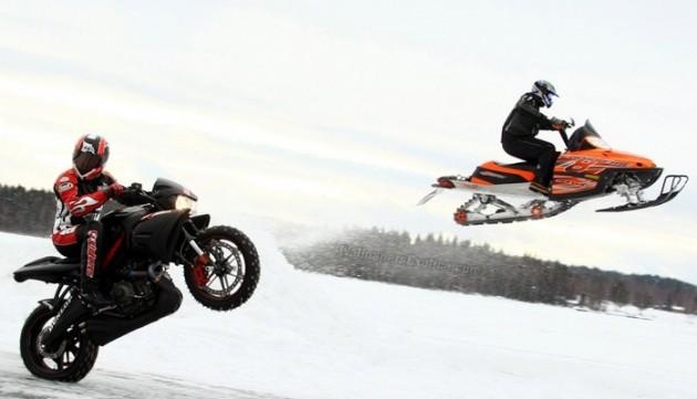 snow-motorcycle-stunt-biker-800x600